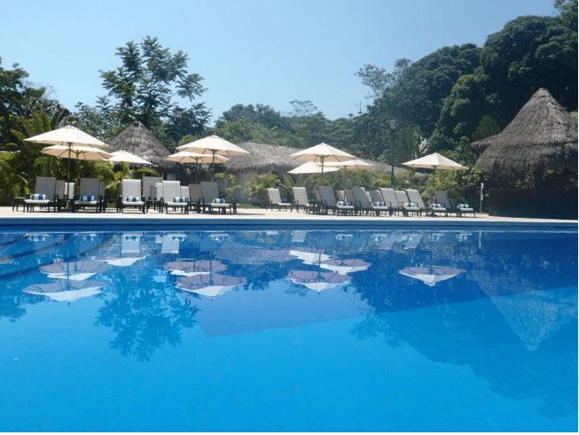 Alberca Principal del Hotel - Villa Mercedes Palenque