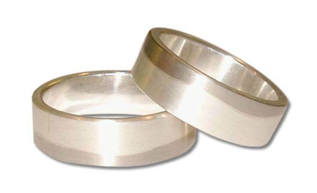 Beispiel: Trauring in Silber-Matt, Foto: Casa Amberes.