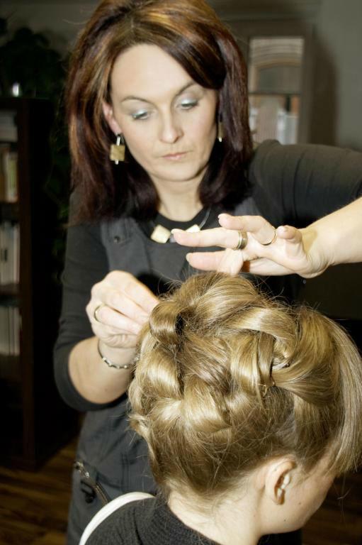 Beispiel: Wunderschöne Brautfrisuren, Foto: Styling Lounge.