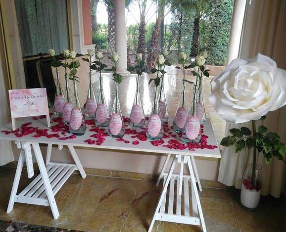 arreglo con rosas, inspirado en los colores rosado de la boda