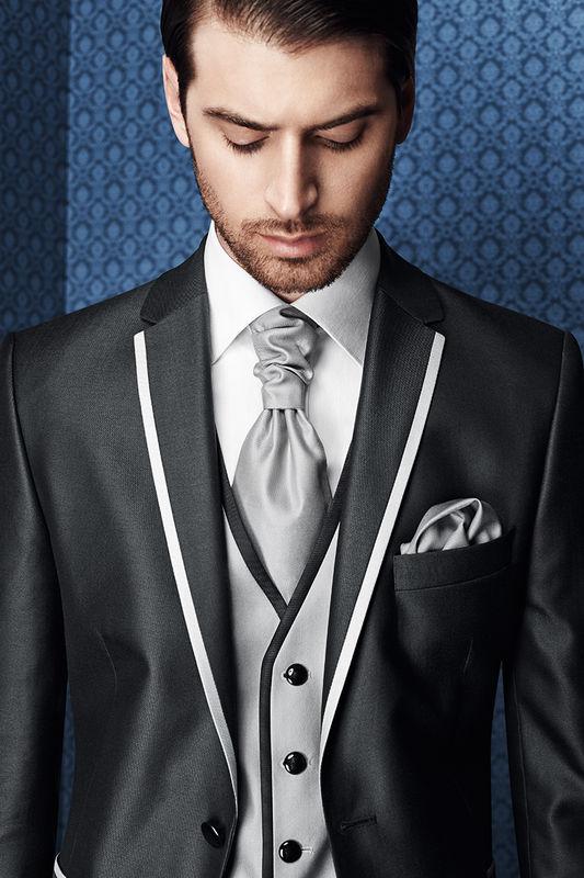 Sehr gerne kleiden wir den Bräutigam in edlen Anzügen von #Wilvorst ein. Als FAchhändler können wir Ihnen ANzüge und Accessoires der aktuellen Kollektionen bestellen. Bitte auch mit Terminvereinbarung: 02161-182552