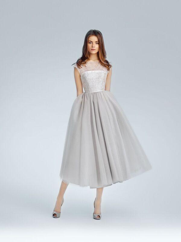 Невероятно нежное,летящее платье припыленного оттенка с расшитым корсетом натуральными стразами Swarovski.