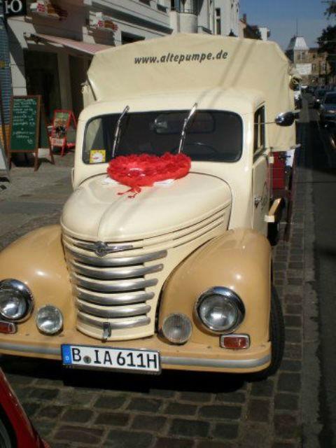 Beispiel: Curry Wurst Express Auto, Foto: Alte Pumpe.