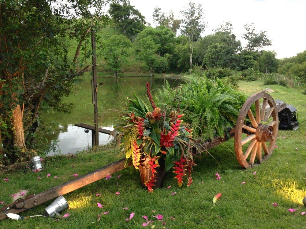A carroça da fazenda também ganhou um super arranjo floral