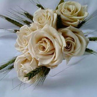 Flor de Cór  - buquê pequeno de rosas naturais preservadas e trigo desidratado.