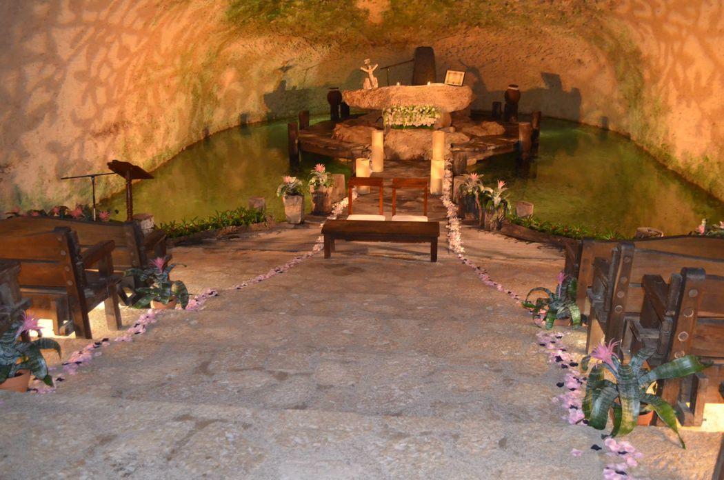 ALTAR EN CENOTE