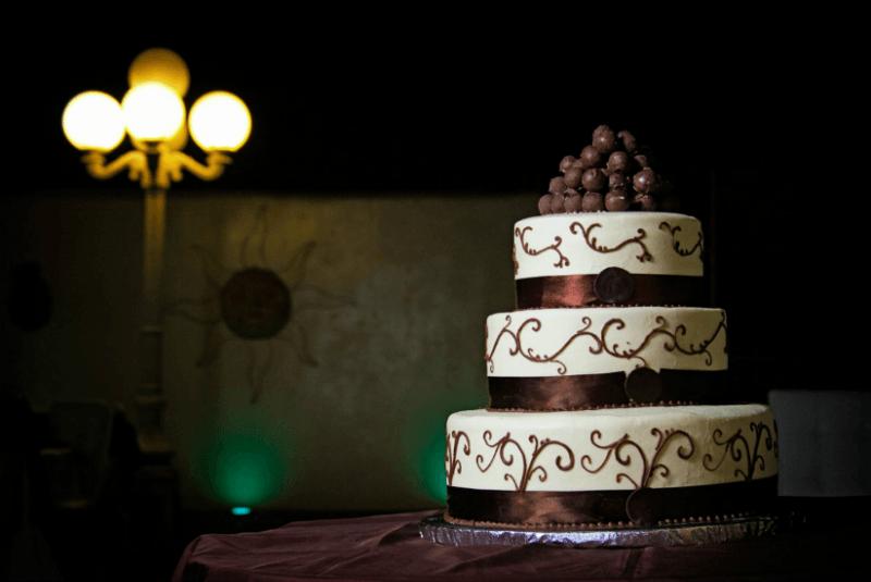 Fotografía de los detalles de la boda. Pastel de boda. Foto Alex Mendoza
