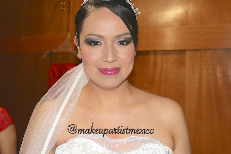 Maquillaje de noche, novia con un hermoso cambio.