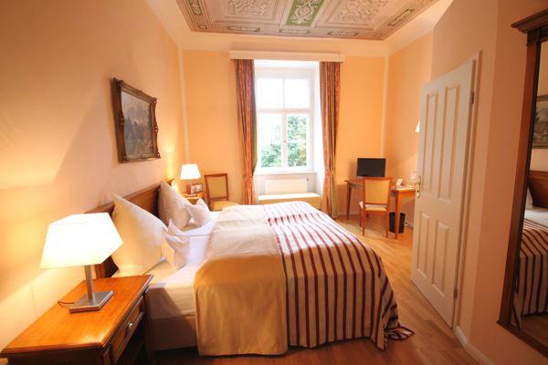 Beispiel: Zimmer, Foto: Schloss Burgellern.