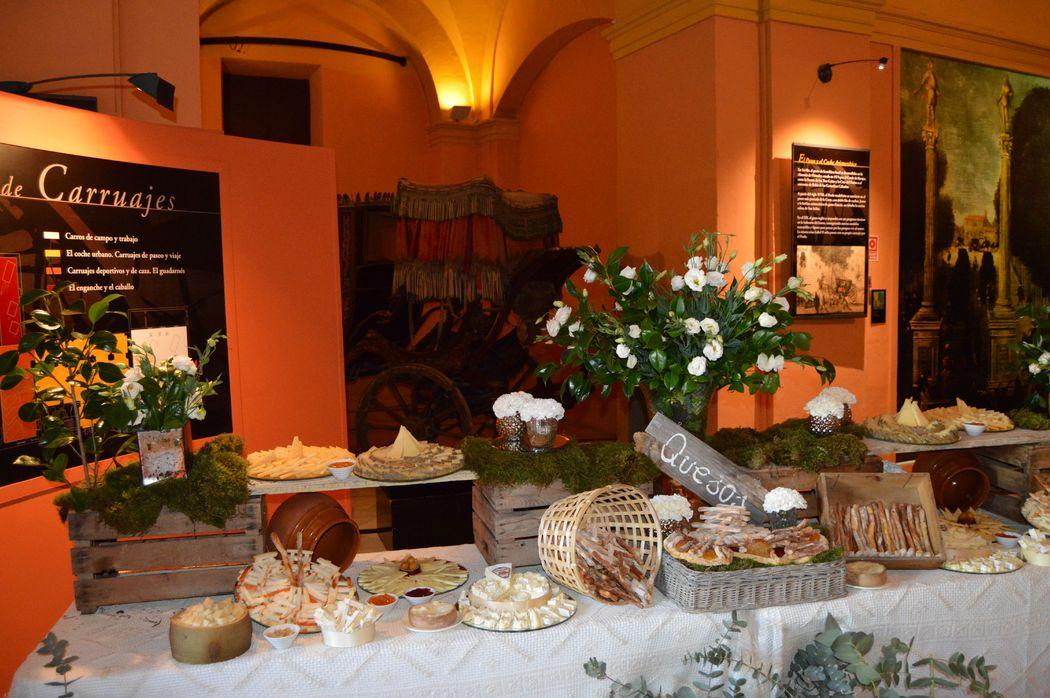 Detalle mesa de quesos en aperitivo Salón Amarillo