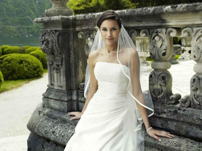 Beispiel: Brautmode, Foto: Braut- und Festmoden Dresden.