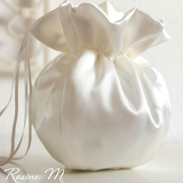 Beispiel: Brautbeutel, Foto: Rosine M. Brautaccessoires.