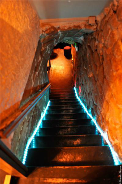 Escalier vers les caves