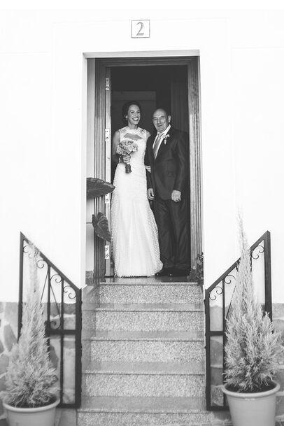 La novia sale con su padre