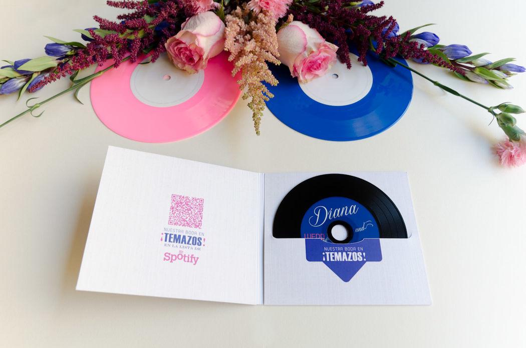 Invitación personalizada con CD-Vinilo con la música de los novios como detalle a los invitados.