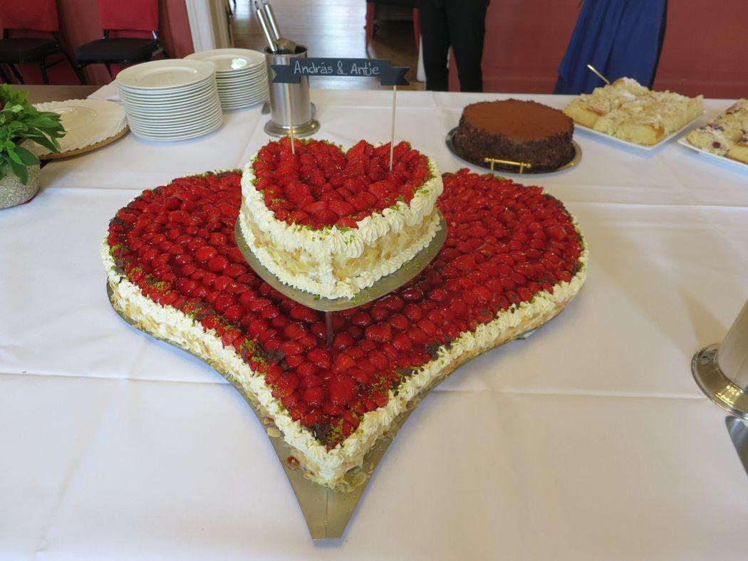 Hochzeitstorte - Erdbeerherz