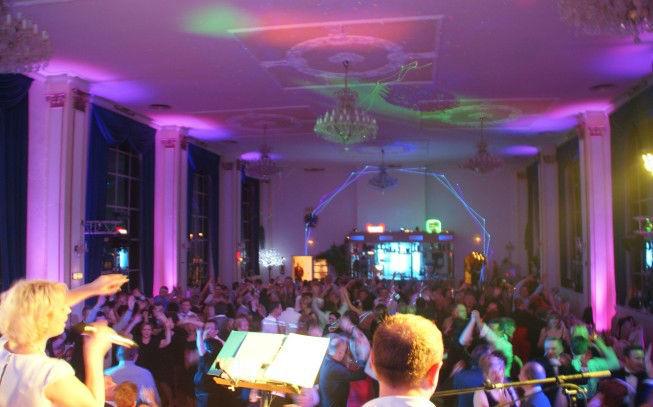 Beispiel: Hochzeitsparty, Foto: Katharinas Liveband.