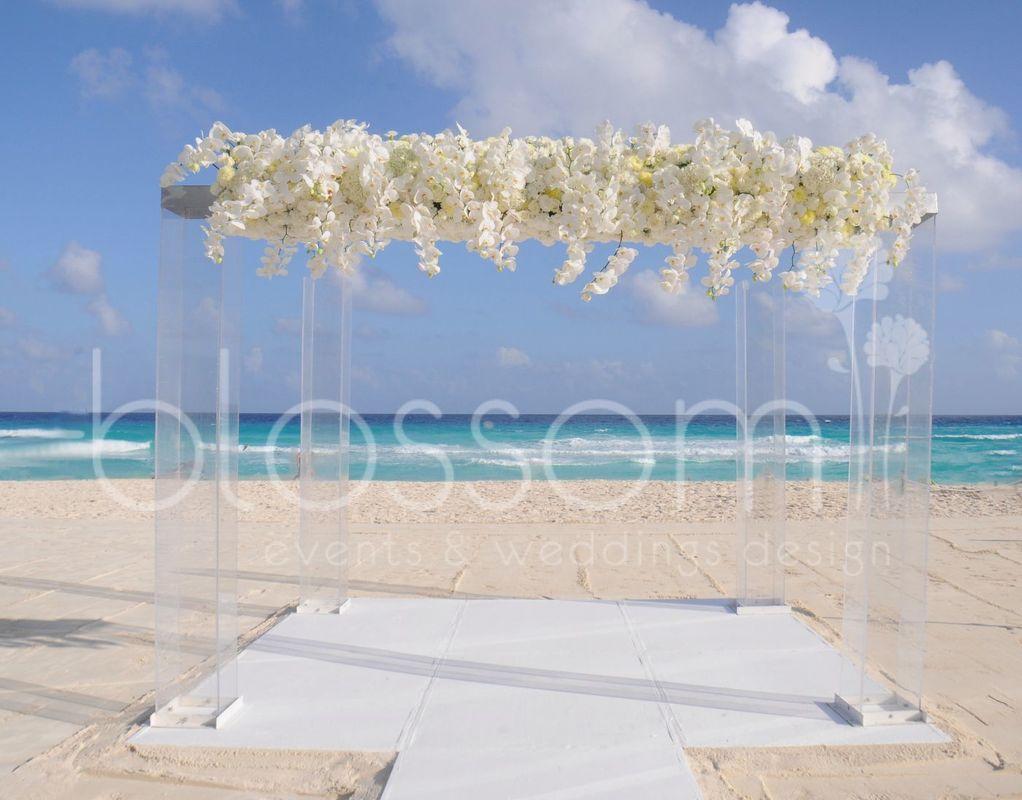 Hermoso gazebo para decir SI, ACEPTO. En tu boda en la playa.