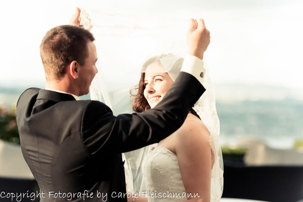 Beispiel:Die Braut wird von der Sonne geküsst,Foto:Carole Fleischmann Fotografie.