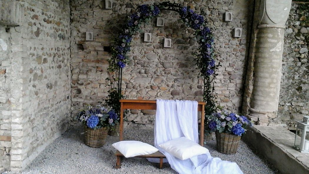 arco cerimonia in lilla Convento dell'Annunciata