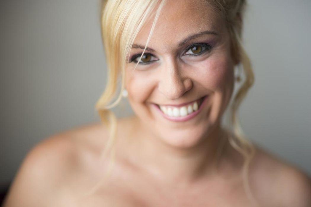 Una sonrisa espléndida y unos ojos radiantes de felicidad, look con maquillajes en tonos lilas!!