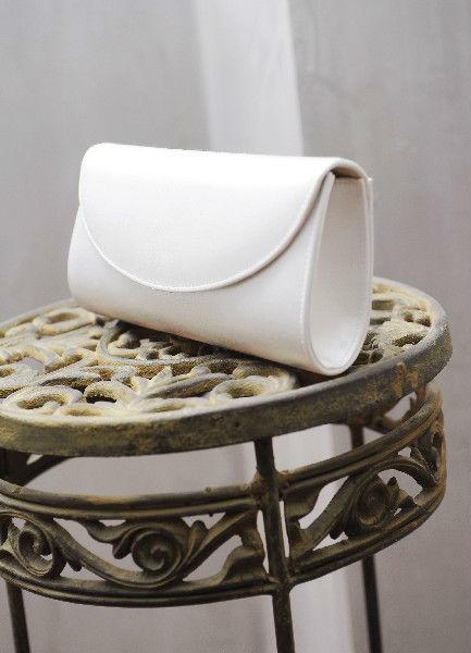 Beispiel: Brauttasche, Foto: Diel Accessoires.