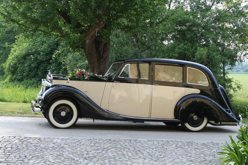 Beispiel: Hochzeitsauto, Foto: Be4u.