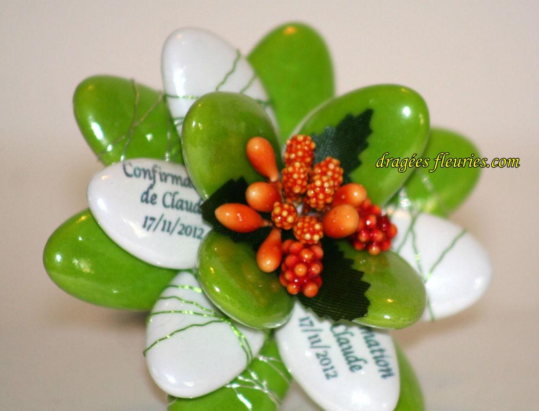 Dragées Fleuries Fleur avec des dragées personnalisées (prénoms et date imprimés sur les dragées avec de l'encre alimentaire)