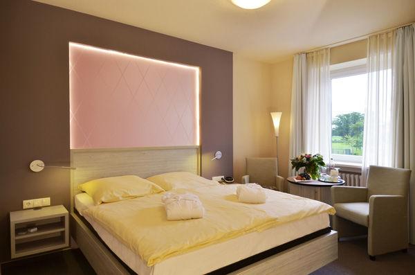 Beispiel: Zimmer, Foto: AKZENT Hotel Surendorff.