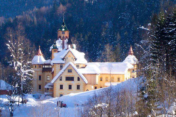 Beispiel: Das Schloss im Winter, Foto: Naturhotel Schloss Kassegg.