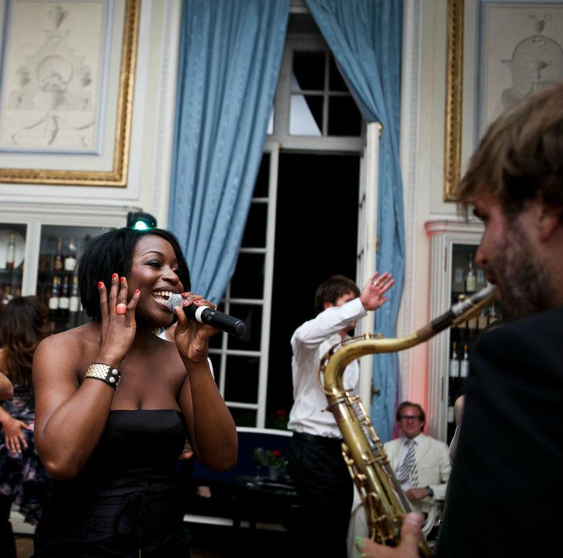 Mission Mariage a des contacts avec des musiciens qui enchanteront votre mariage.