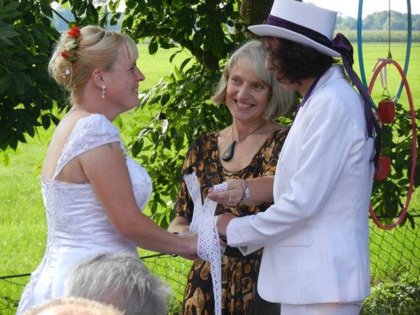 Beispiel: Hochzeitszeremonie unter freiem Himmel, Foto: Anna Held Zeremonien.