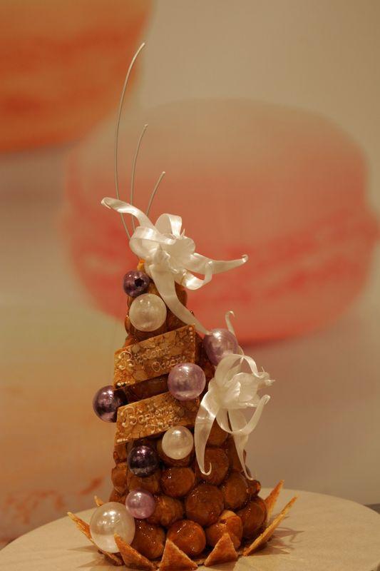 Pâtisserie Gilg : Croquembouche décors violet et  blanc
