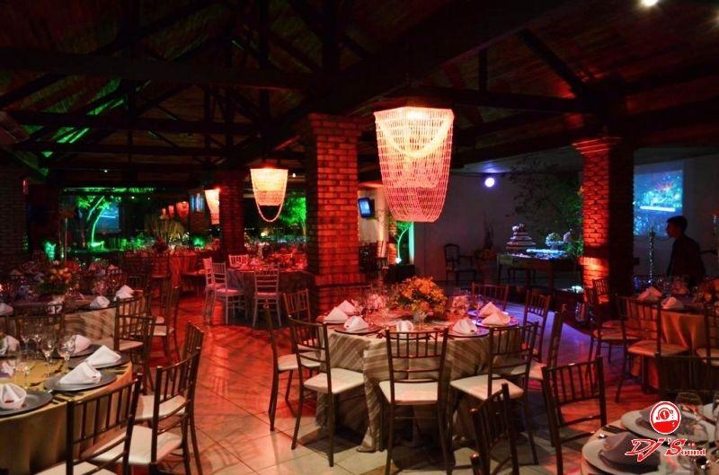 Espaço Magnólia. Com área externa e opção de pista de dança separado. Comporta até 250 pessoas sentadas. Cerimonial pode ser feito no local.