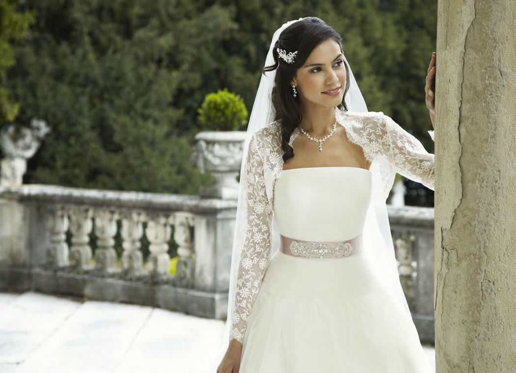 Beispiel: Individuelle Brautkleider, Foto: Magy's Brautmode.