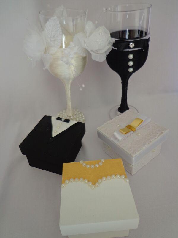 Taças personalizadas para brinde dos noivos. Caixas em MDF personalizadas noivo/noiva.