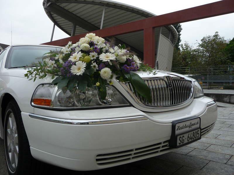 Beispiel: Limousine mit Blumenschmuck, Foto: FirstclassLimos.ch.