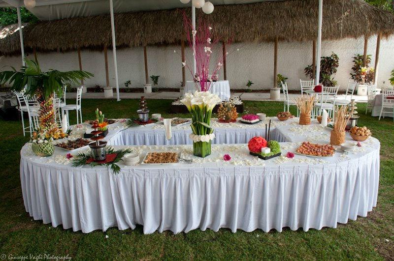 Montaje de mesas de postres y barras de comida - Foto Casa Colima