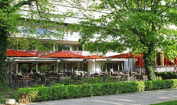 Beispiel: Terrasse, Foto: Althoff Hotel am Schlosspark.
