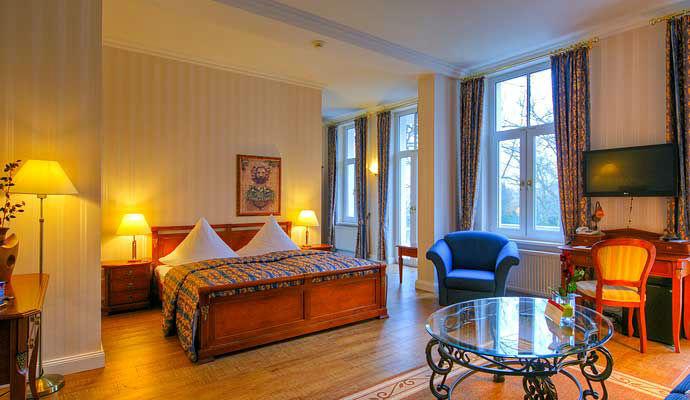 Beispiel: Junior Suite, Foto:  KurparkHotel Warnemünde.