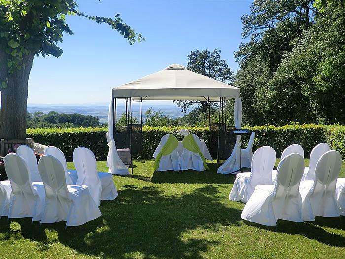 Beispiel: Altar für die Trauungszeremonie, Foto: Berghotel Tulbingerkogel.