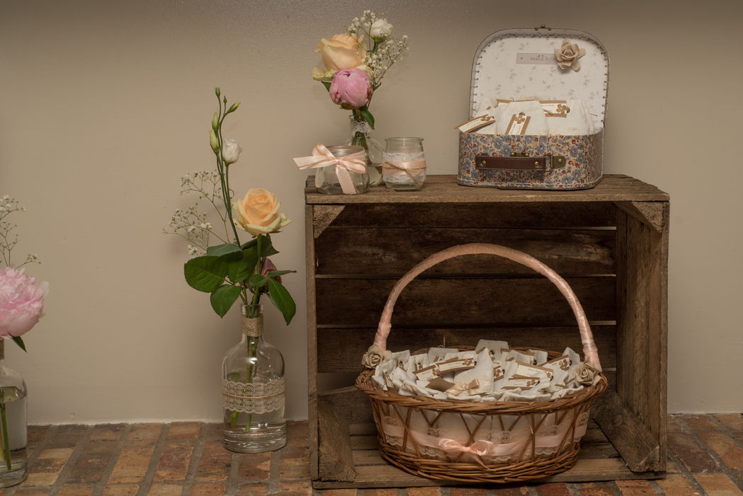 Cadeaux d'invités vintage romantique