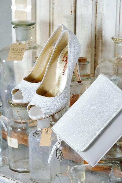Beispiel: Brautschuhe, Foto: Oprée Brautmoden Accessoires.