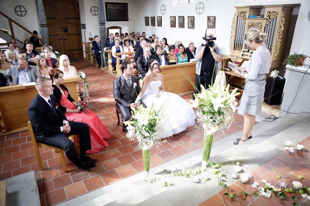 Konfessionslose Zeremonie in Kirche