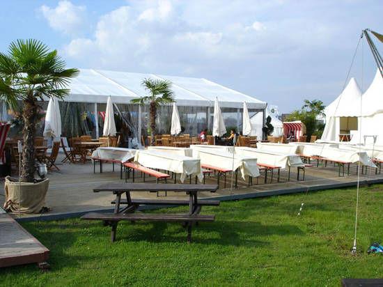 Beispiel: Eine Zeltlandschaft für Ihre Hochzeit, Foto: Dwenger Catering & Events.