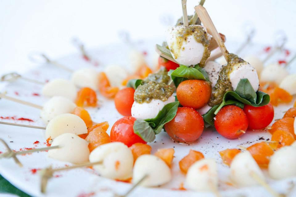 El Catering de Charles - aperitivos - Pinchos de mozarella y tomate