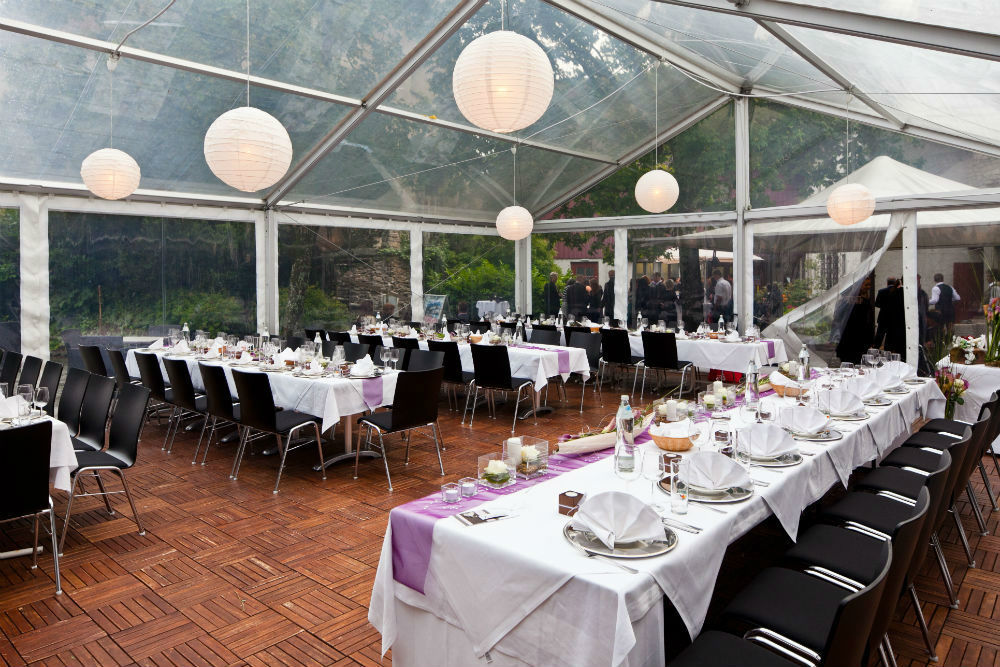 Beispiel: Feiern im Zelt, Foto: Burgrestaurant Gebhardsberg.
