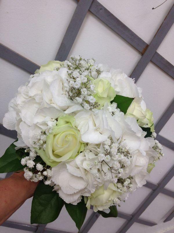 bouquet de mariée hortensias blanc
