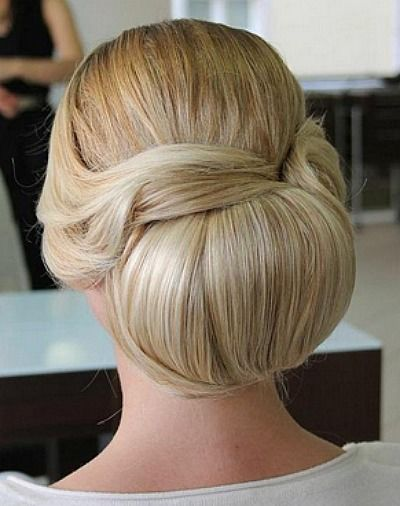 Beispiel: Brautfrisur, Foto: Kosmetik Andrea Garburg.