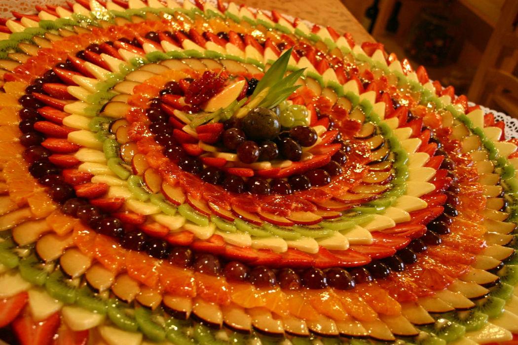 Una colorata crostata di frutta